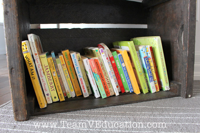 How to organize children's books. We set up the best home library display! Are you considering how to set up your home library to better engage your little ones? Consider these 6 great ideas to help you create a home library display that will entice your young readers to both read and tidy up after themselves, while also maintaining a cohesive look in your home décor.